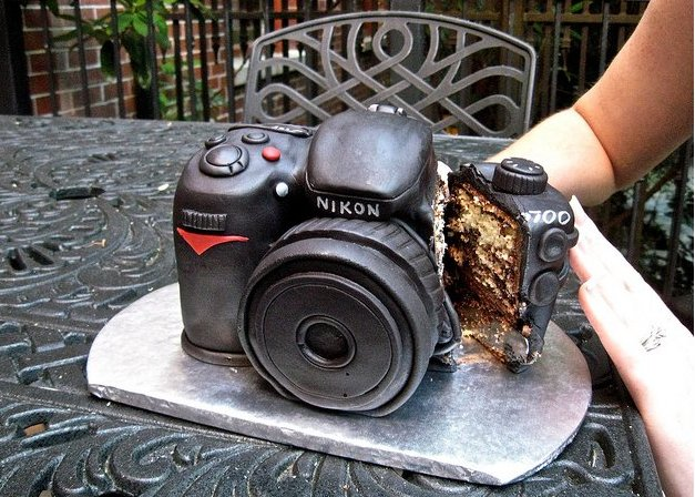 Awe Inspiring Nikon Camera Cake Makes This Party Picture Perfect Funny Birthday Cards Online Barepcheapnameinfo