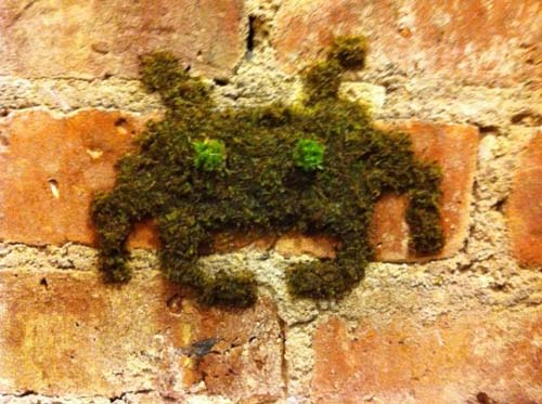 Space Invader Moss Alien
