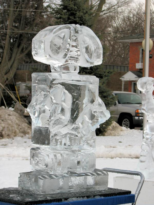 wall-e ice sculpture 2
