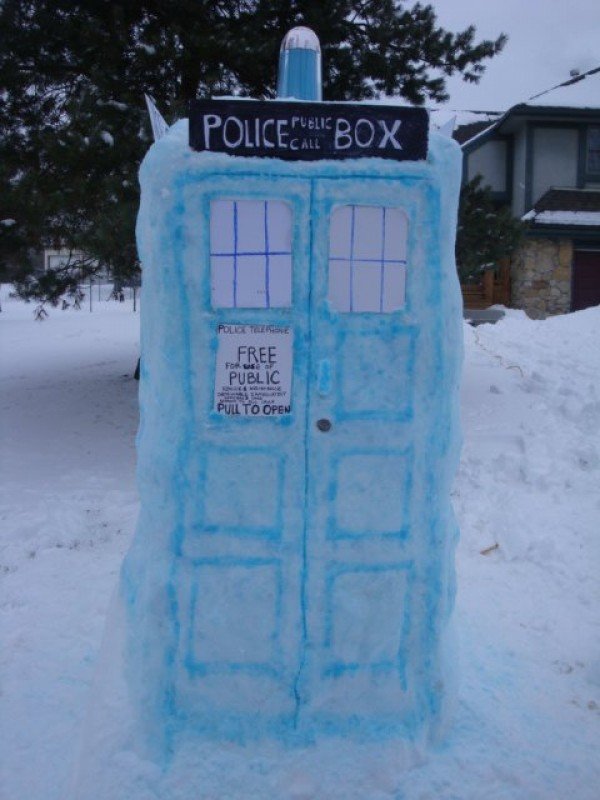 dr who tardis snow sculpture