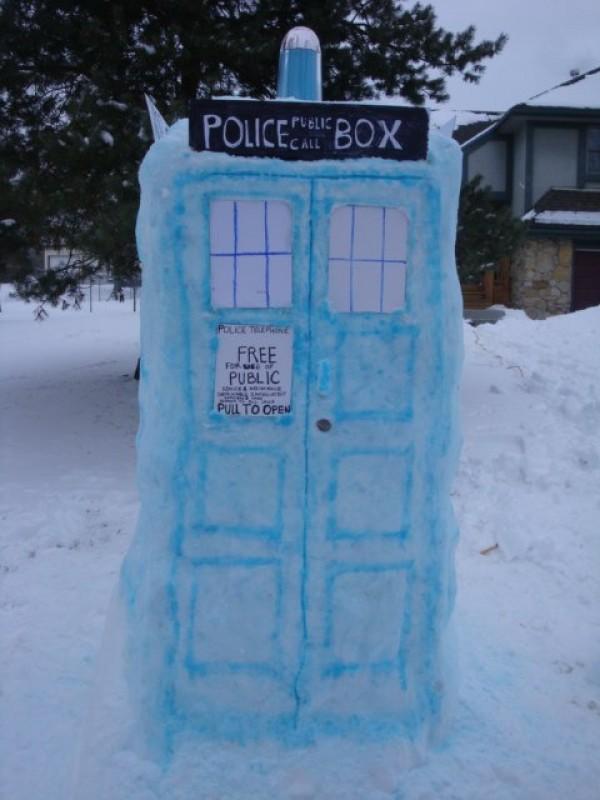 dr who tardis snow sculpture