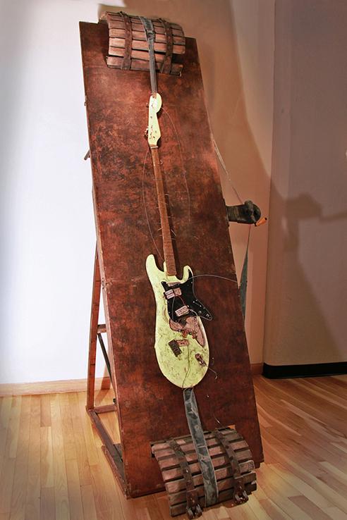 Torture guitar