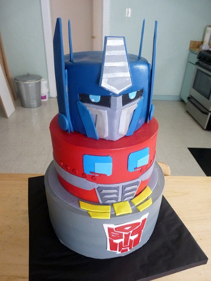 Happy Birthday Sim!!!! Optimus-prime-cake-design