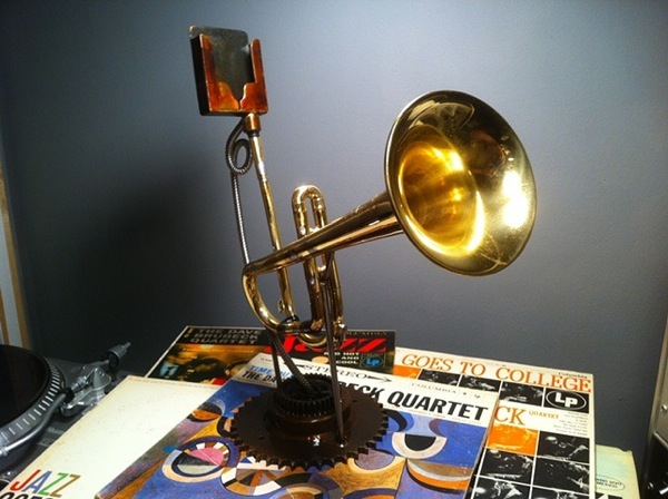 Trumpet iPhone speaker