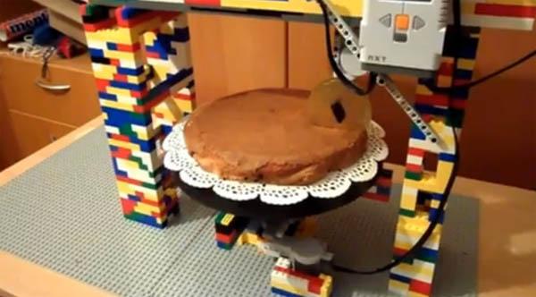 LEGO Cake Cutting Robot