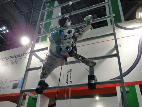 robot climbs walls on its own