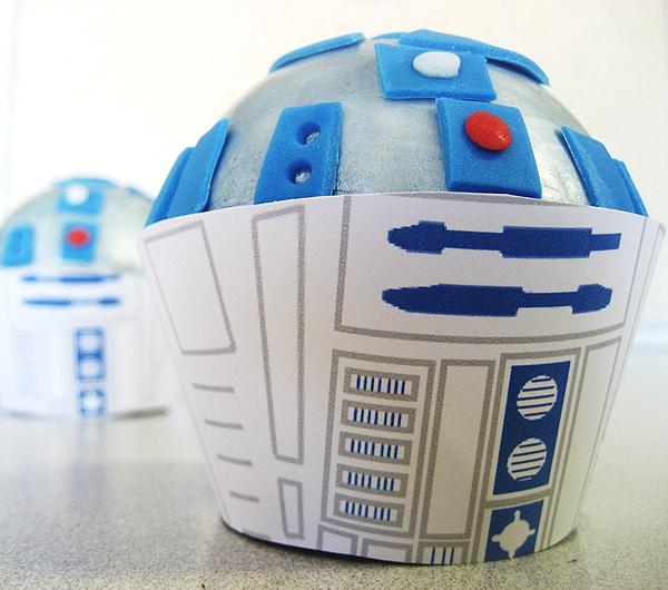 R2-D2 cupcake topper