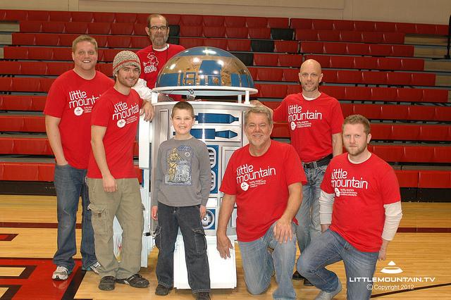 Giant driveable R2-D2