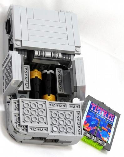LEGO Game Boy Tetris Image 3