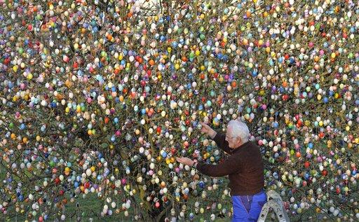 Volker Kraft's Easter egg tree