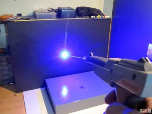 Nintendo Zapper laser gun image 1
