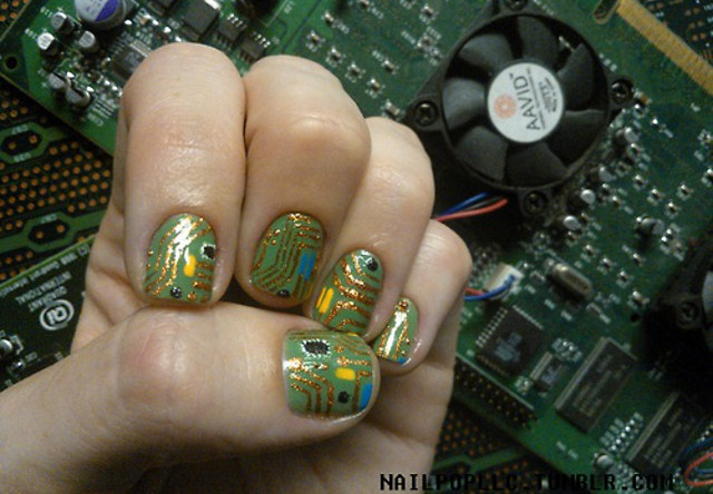 circuit-board-nail-art