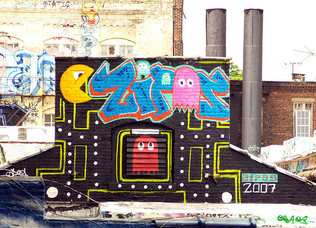 Pac-man is beloved by geeks, gamers and casual players everywhere. It's not surprising to see him appearing in some walls, as in this case, in the walls of Brooklyn, New York.