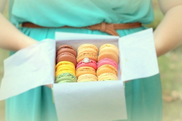 Macarons marriage proposal