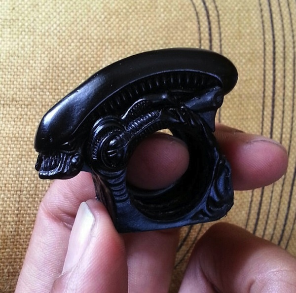 alien-brass-knuckles