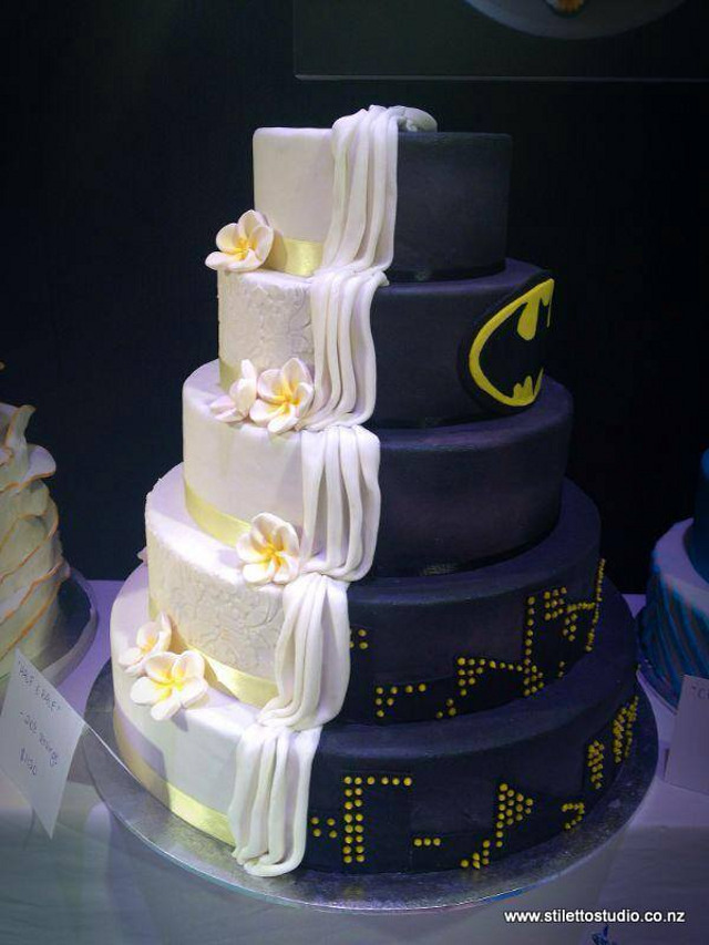half-batman-half-regular-wedding-cake
