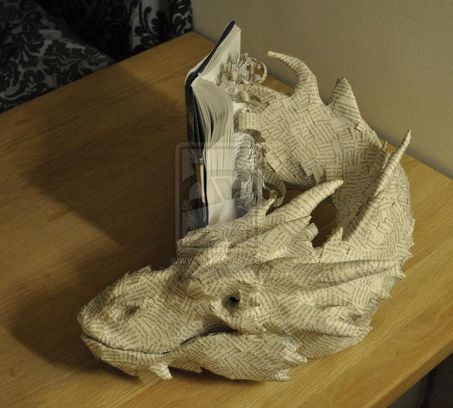 the-hobbit-book-sculpture-4