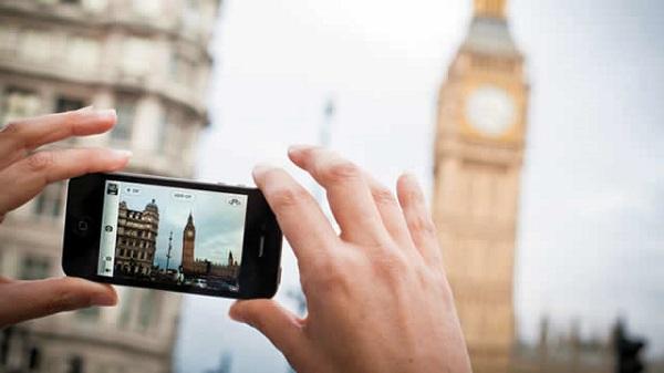 Big Ben Smartphone User