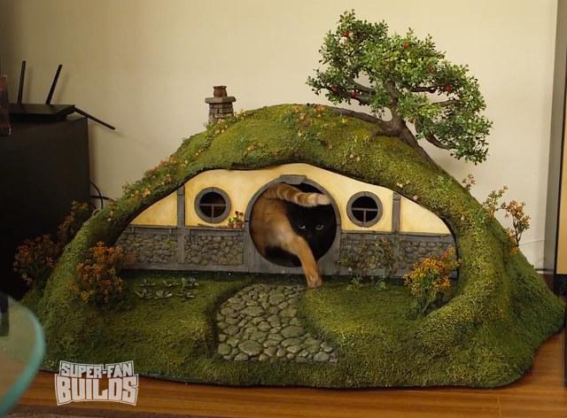 Hobbit-hole-cat-house-1