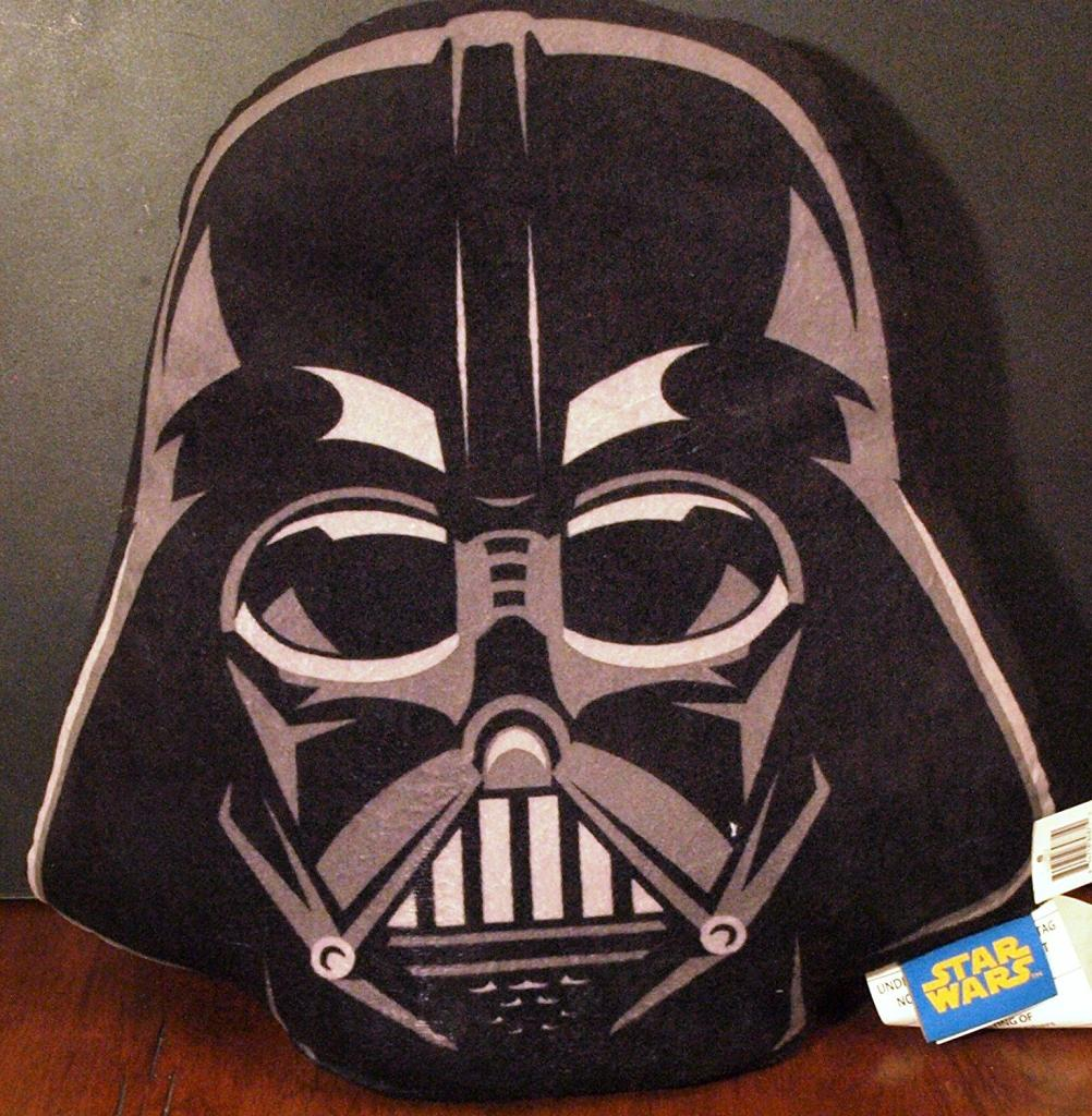 darth-vader-helmet-pillow
