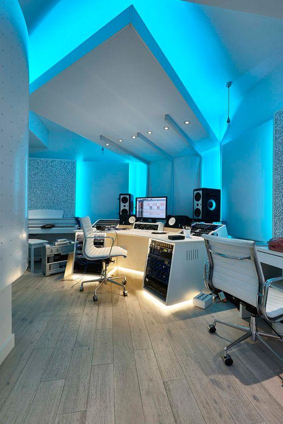 blue ceiling gamer room