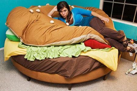 http://walyou.com/wp-content/uploads/2010/05/1-hamburger-bed.jpg