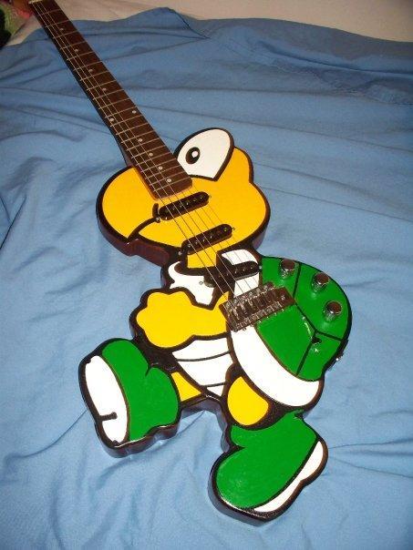 L'univers des Geeks - Page 3 Koopa-troopa-guitar-mod-design